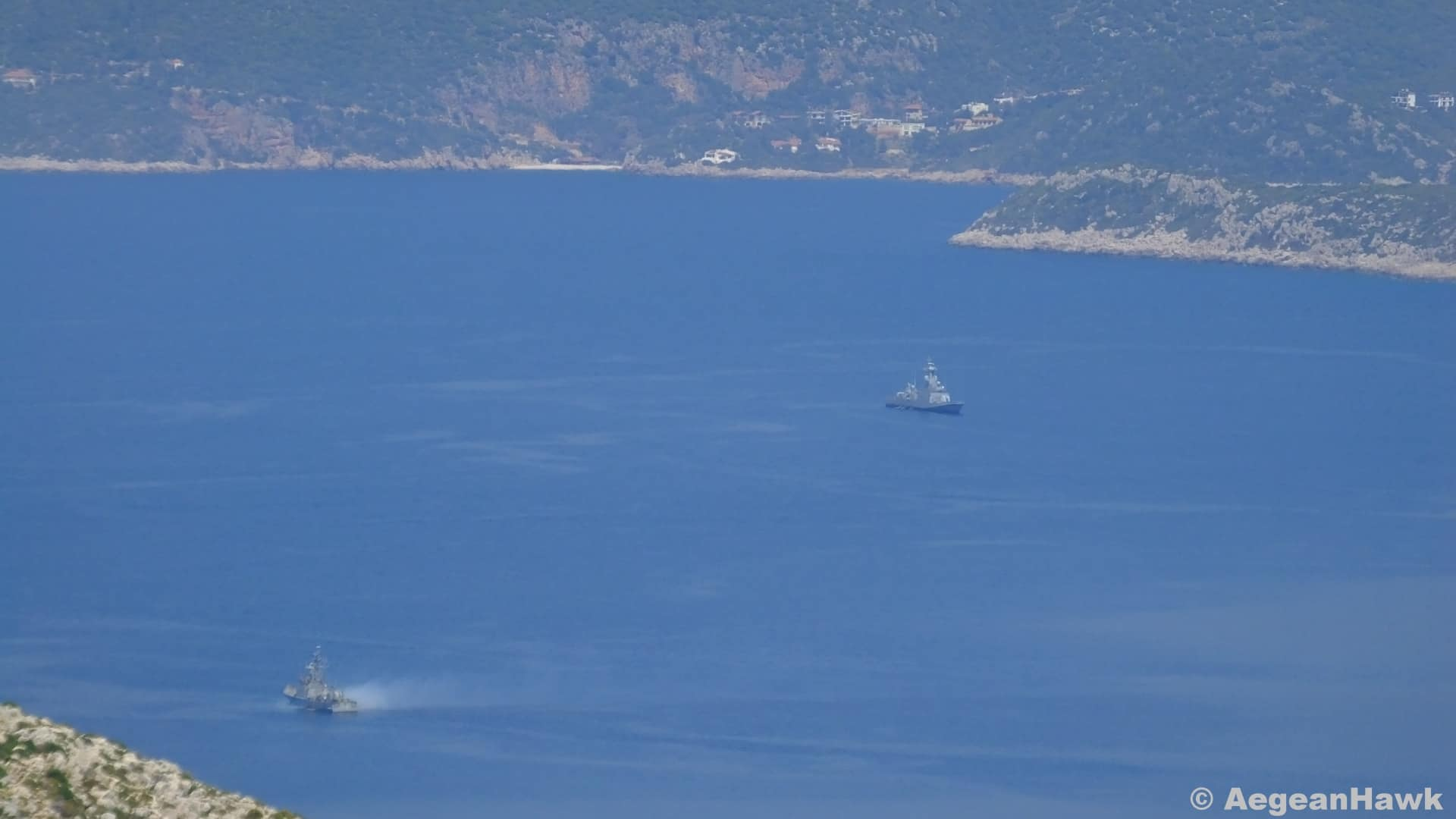 Greek navy prevents Turkish warship from entering its waters (VIDEO) 2