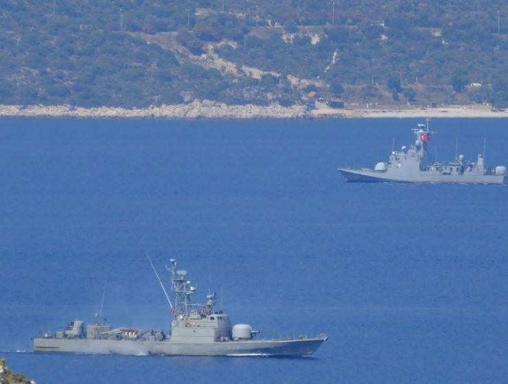 Greek navy prevents Turkish warship from entering its waters (VIDEO) 21