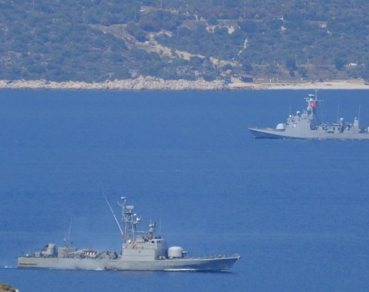 Greek navy prevents Turkish warship from entering its waters (VIDEO) 6