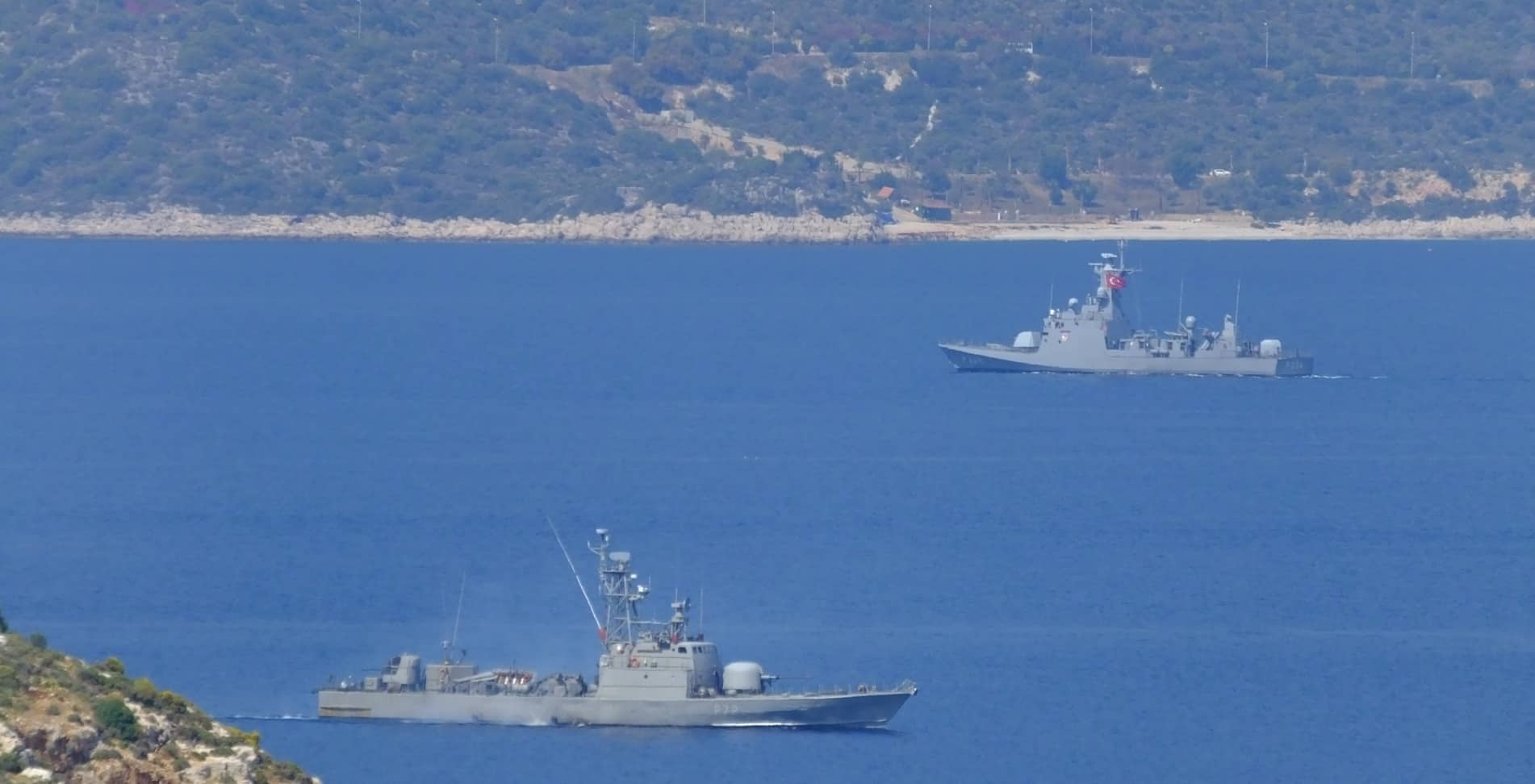 Greek navy prevents Turkish warship from entering its waters (VIDEO) 5