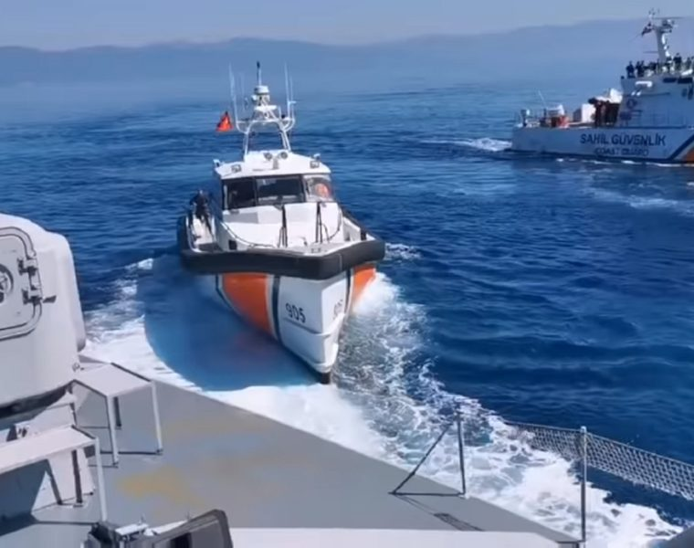 Turkish ships transporting illegal immigrants to Lesvos blocked by Greek border protectors (VIDEO) 21