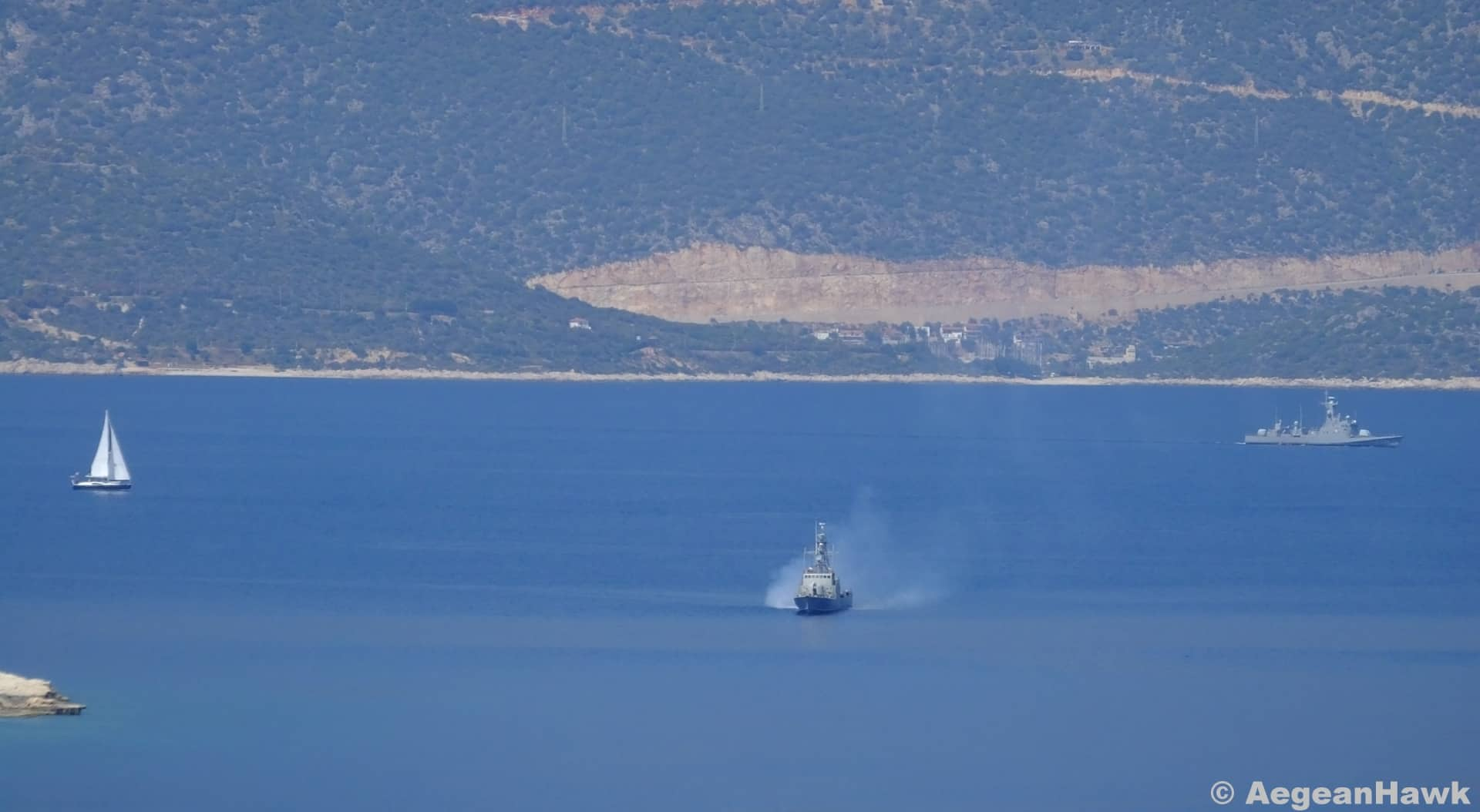 Greek navy prevents Turkish warship from entering its waters (VIDEO) 3
