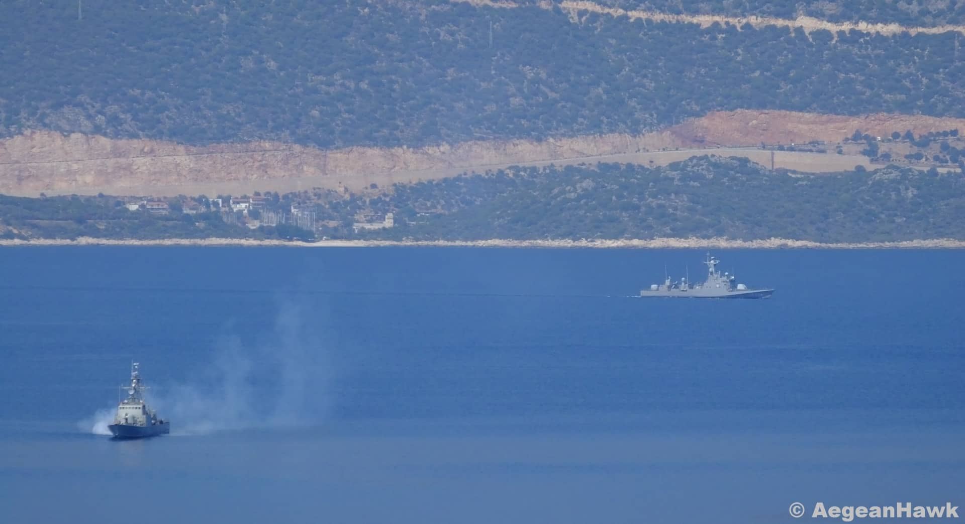Greek navy prevents Turkish warship from entering its waters (VIDEO) 4
