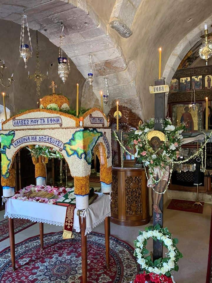 The whole world on the Epitaphio adorned by monks at Agios Panteleimon Monastery in Fodele (VIDEO) 4