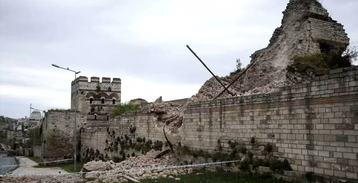 Byzantine Wall in Constantinople collapses as Turkey continues to let historical sites go into disrepair 1