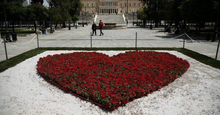 A heart of flowers in the centre of Syntagma Square 3