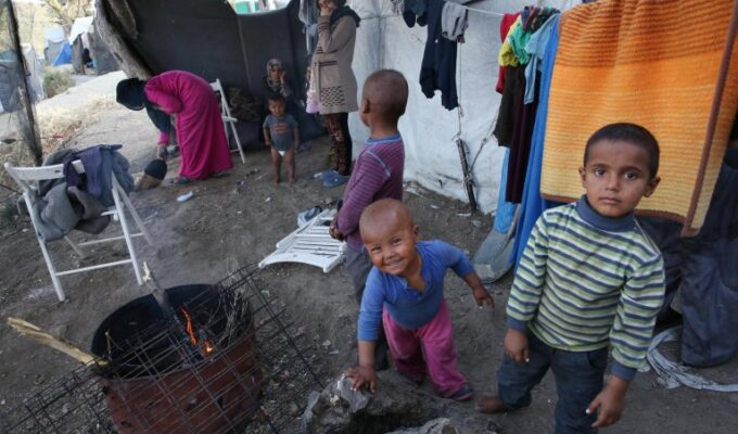 The relocation of migrant children from Greek islands to Europe, begins again 4
