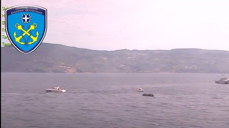 Three Turkish coast guard vessels escort a boat with illegal migrants into Greek territorial waters (VIDEO) 2