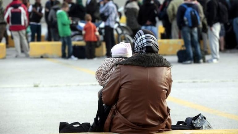 1,843 refugees with free movement permits, leave Lesvos
