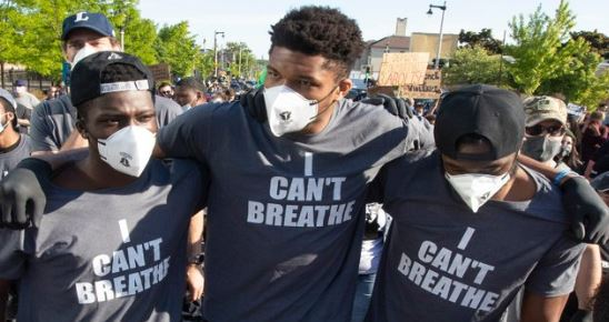 Antetokounmpo leads peaceful demonstration for George Floyd in Milwaukee 3