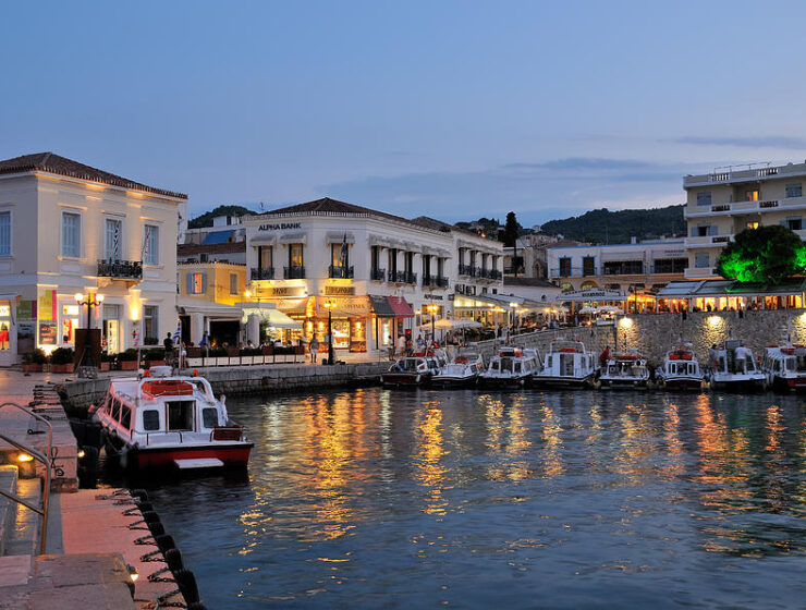 Greece reduces ferry prices in bid to attract tourists to islands 3