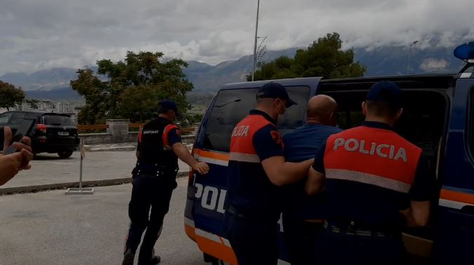 Albanian ultra-nationalists fail to protest at Greek consulate in Northern Epirus 3