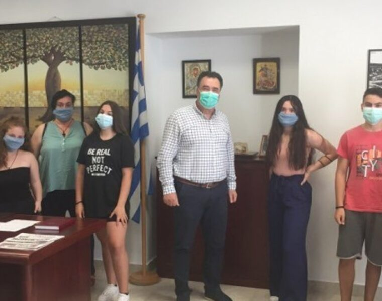 School children in Mytilene donate class trip funds to local hospital 4