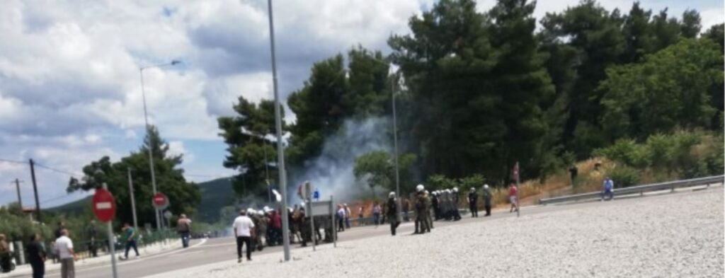 Six police officers injured during protest against migrant camp in Malakasa 2