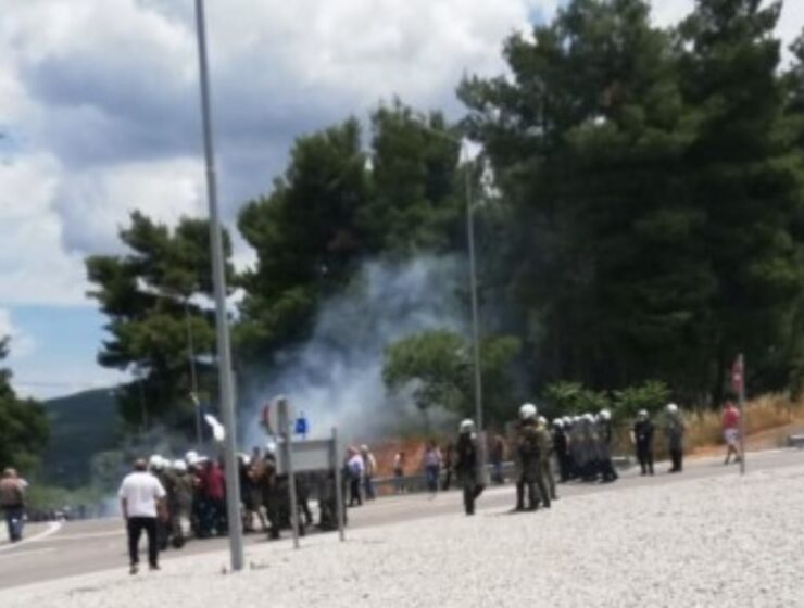 Six police officers injured during protest against migrant camp in Malakasa 16