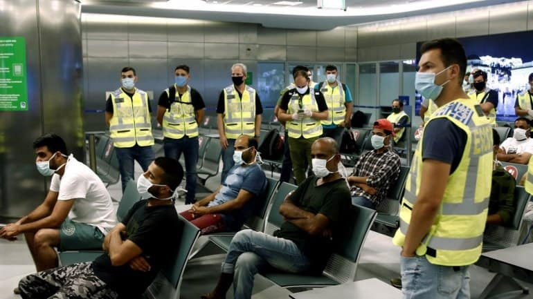 30 illegal Pakistani immigrants deported from Greece 6