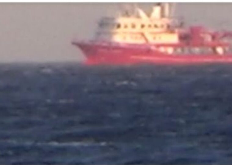Turkish trawlers fishing just miles off Mykonos with no interception from Greek Coast Guard (VIDEO) 5