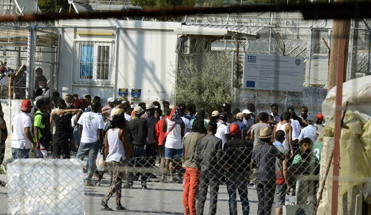 Greek government extends lockdown at migrant camps