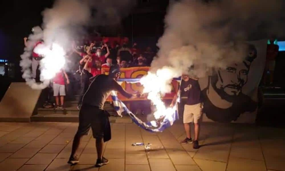 Albanians burn Greek flag after APOEL match in Kosovo (PHOTOS) 2