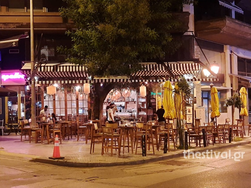 Thessaloniki streets empty as businesses close to comply with coronavirus measures 4