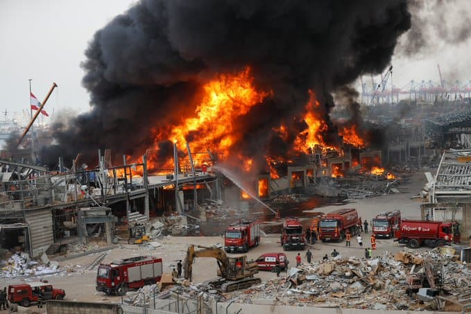 Massive fire breaks out in Beirut's port (VIDEO) 8