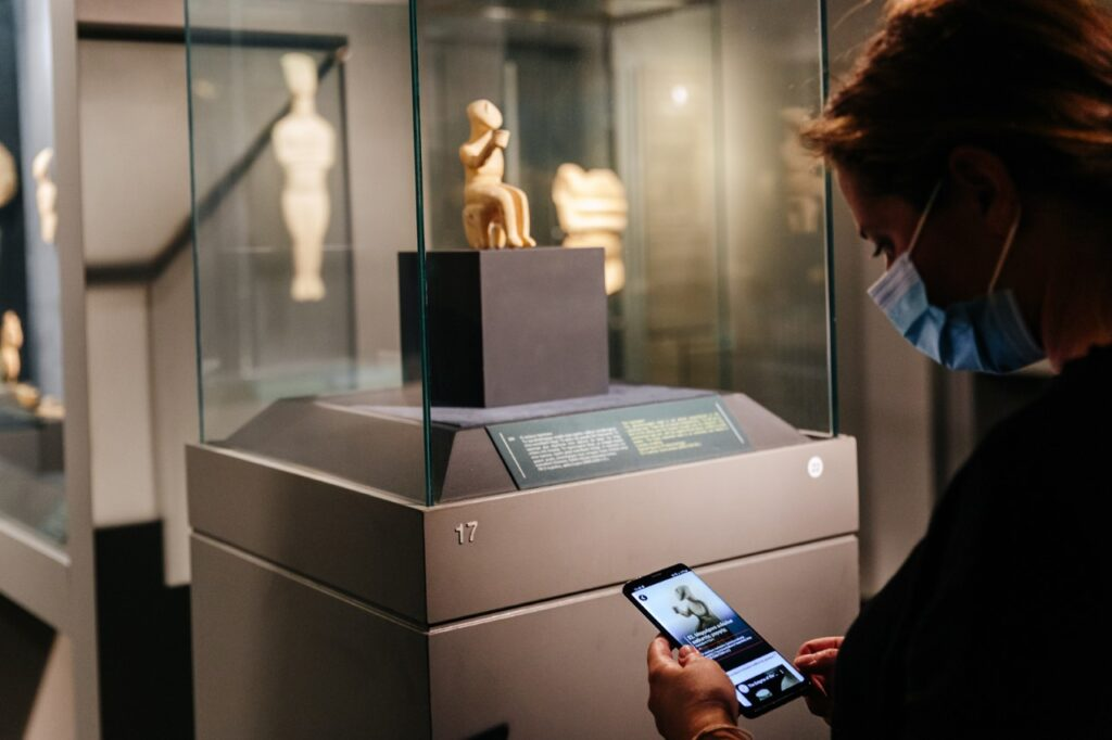 Tour the Museum of Cycladic Art with your mobile phone