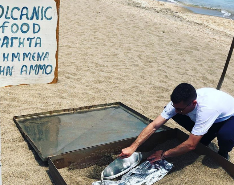 Restaurant in Milos cooks food in the sand