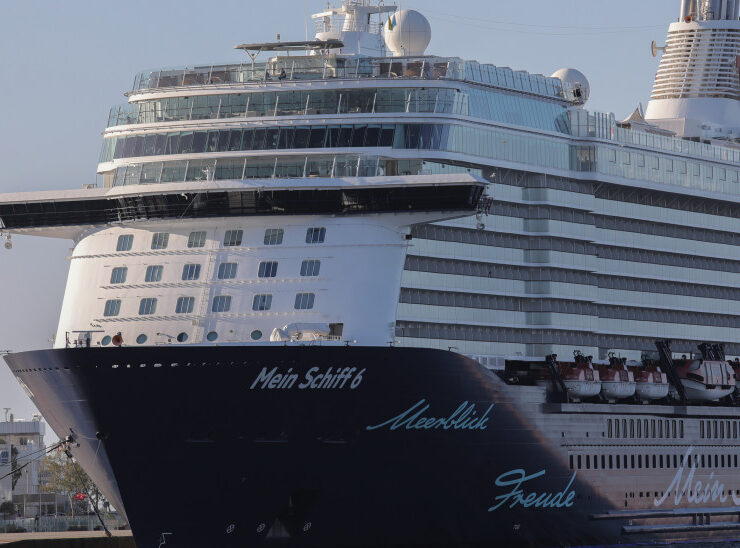 Cruise ship in Greece given all-clear after virus scare