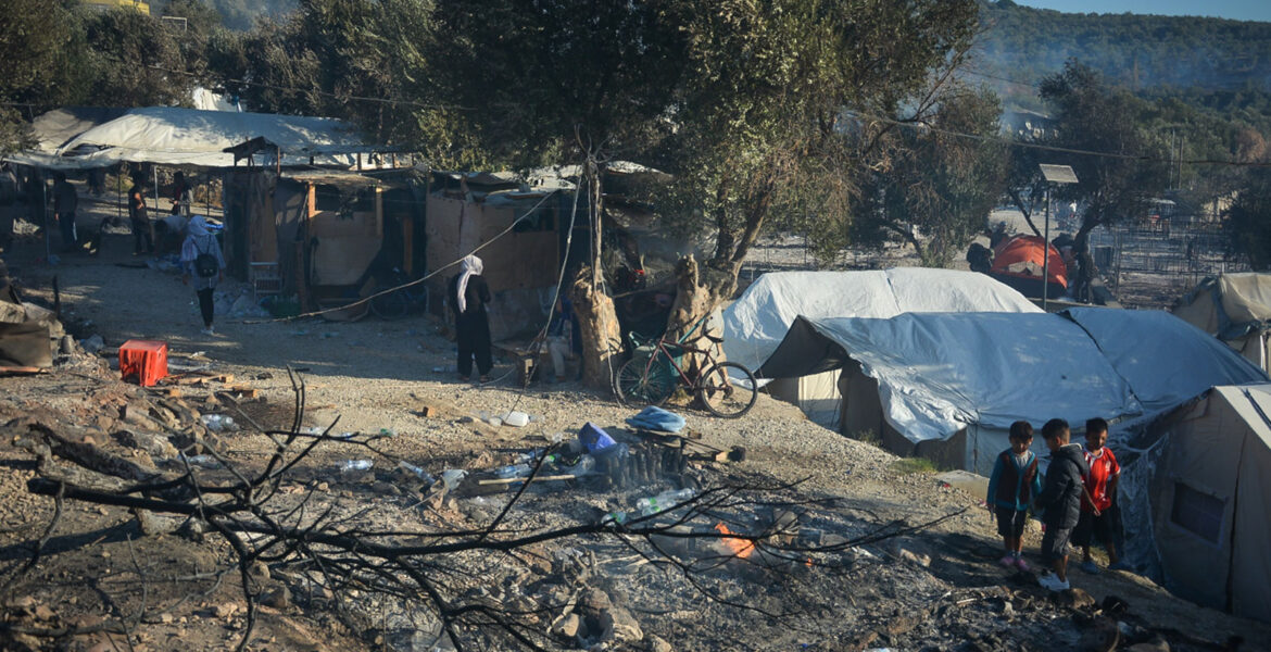Greece to build permanent migrant centre to replace overcrowded Moria
