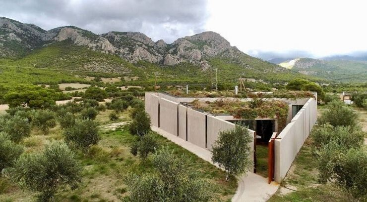 House in Corinth inspired by the Pythagorean Theorem