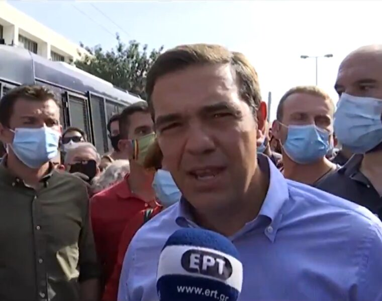 Coffee and other objects thrown at Tsipras outside the court that prosecuted Golden Dawn members 1