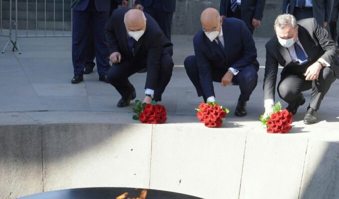 Greek FM begins working visit to Yerevan with visit to Armenian Genocide Memorial and Museum 7