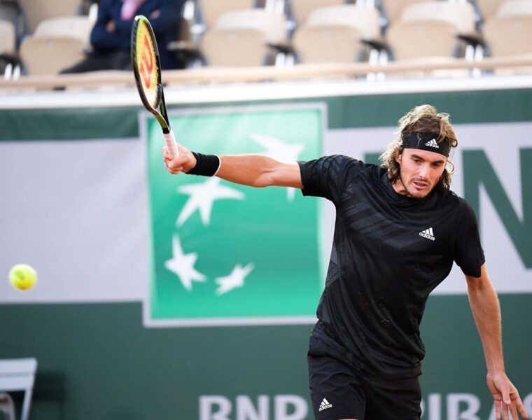 Tsitsipas cruises through to the fourth round of the French Open