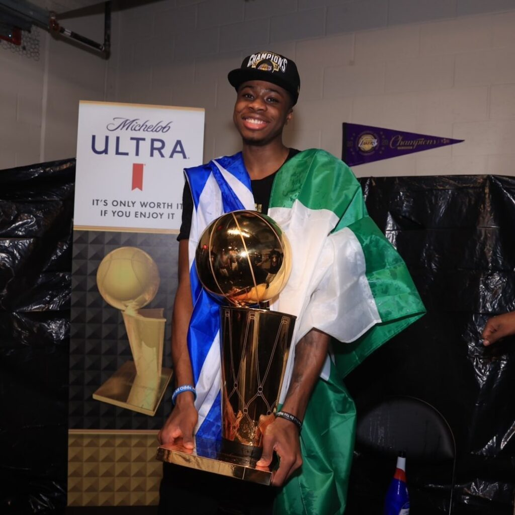 Kostas Antetokounmpo arrives in Athens after Lakers NBA championship 2020