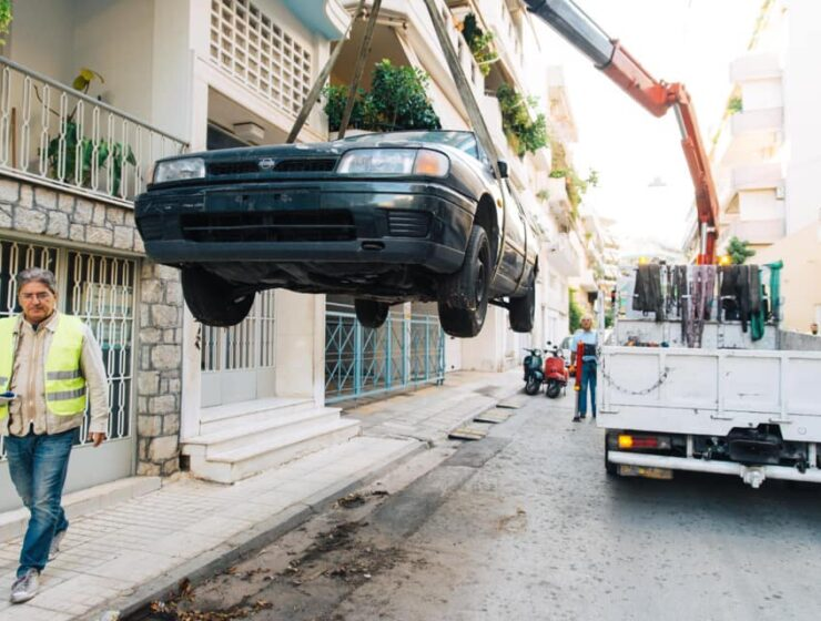 Abandoned vehicles removed from the Greek capital