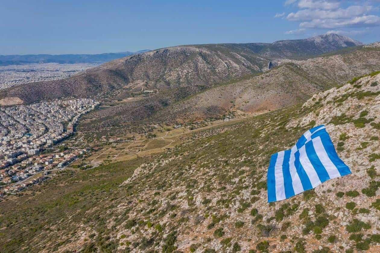Greek Mayor of Glyfada puts 800sqm flag on Hymttus mountain