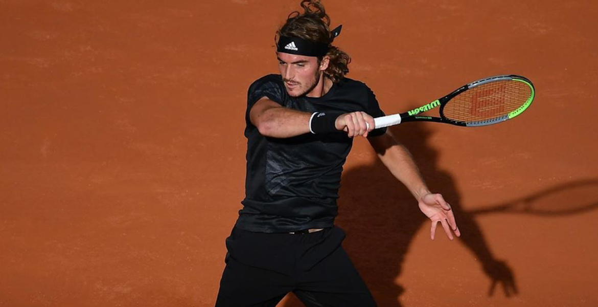 Stefanos Tsitsipas gives it his all at the French Open semis