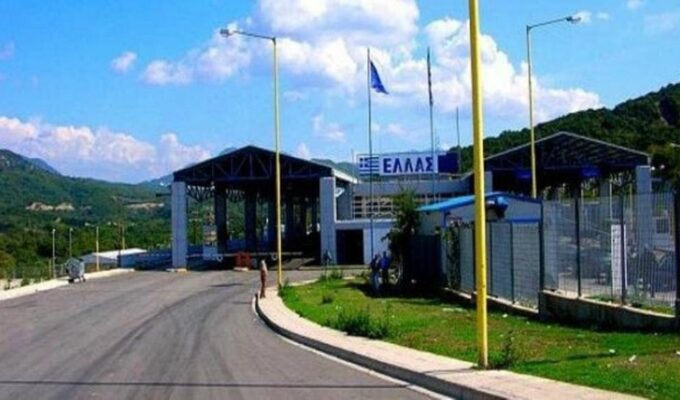 Albanian driver crashes through border crossing to illegally enter Greece 1