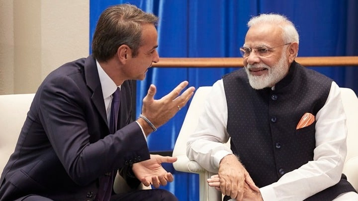 Greek Prime Minister Kyriakos Mitsotakis with his Indian counterpart Narendra Modi.
