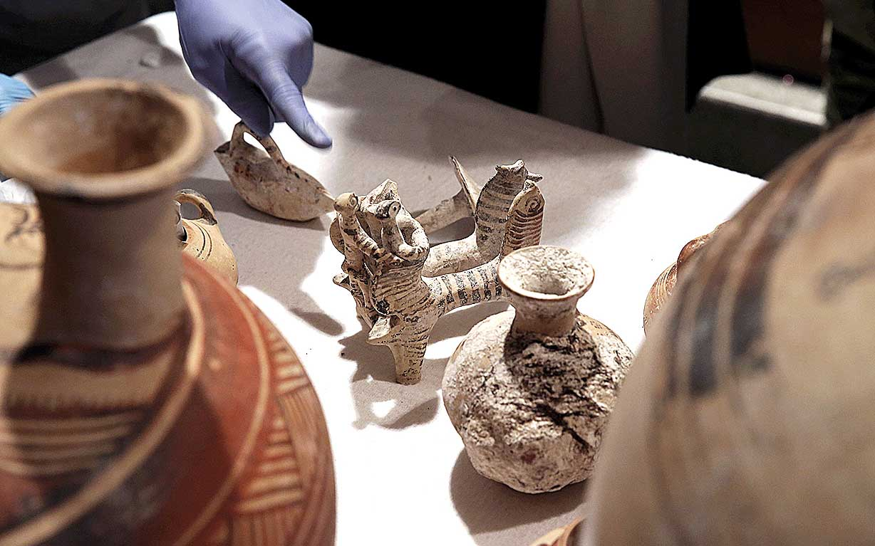 Police discover large network of European auction houses selling stolen ancient Greek artifacts illegally 1
