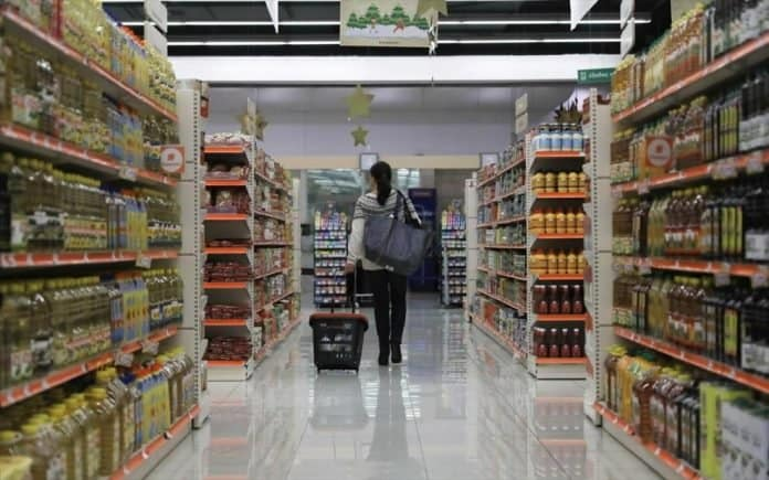 Supermarkets in Greece allowed to sell blankets, radiators, coats and slippers