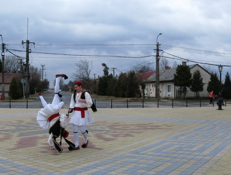 """The unknown Greek village in Hungary: """"We wear a mask with the Greek flag and we are applauded"""" 2"""