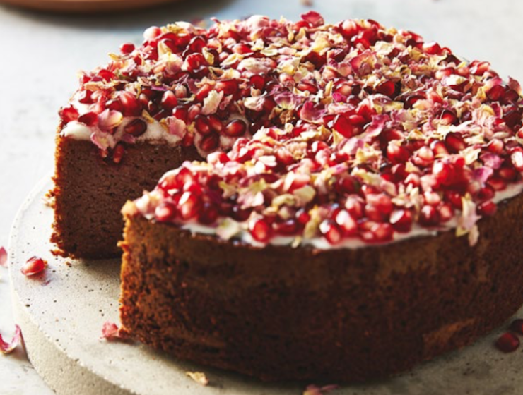 Christmas Countdown Recipes: Gluten Free Raspberry Cake with Rose Petals