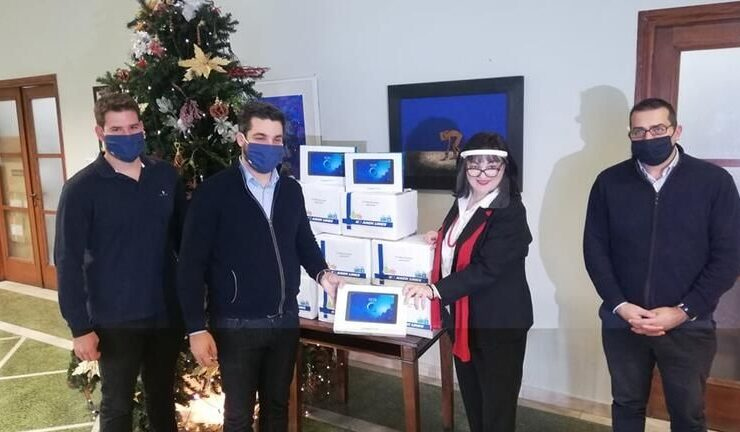 ANEK Lines donates tablets to students in Chania
