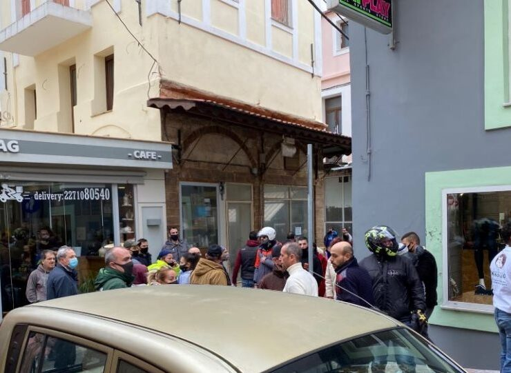 Chios: Wild incidents between illegal immigrants in the city center (VIDEOS) 1