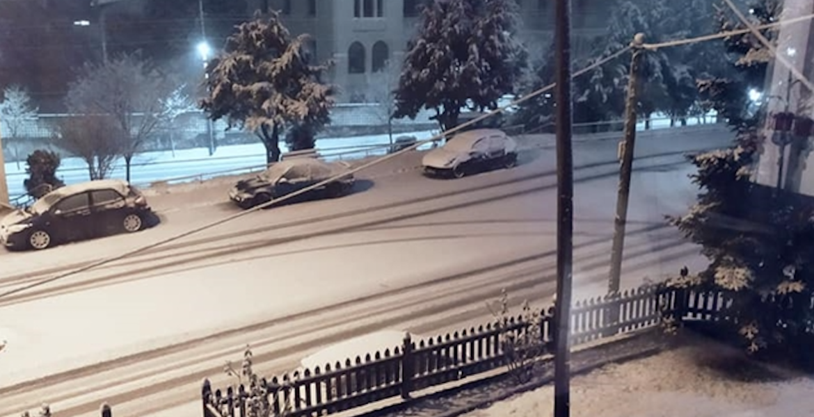 Snow falls in Florina