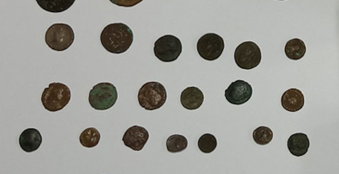 Man arrested in Piraeus for possession of ancient coins