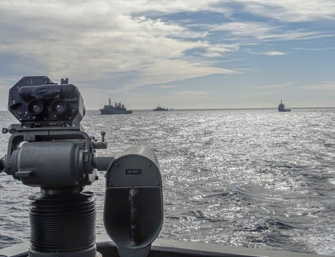 Impressive naval exercises in the Aegean by Greek frigates and submarines 9