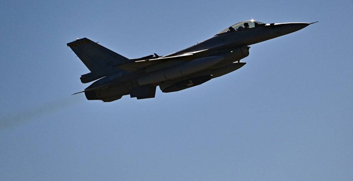 First F-16 Viper on its way to USA