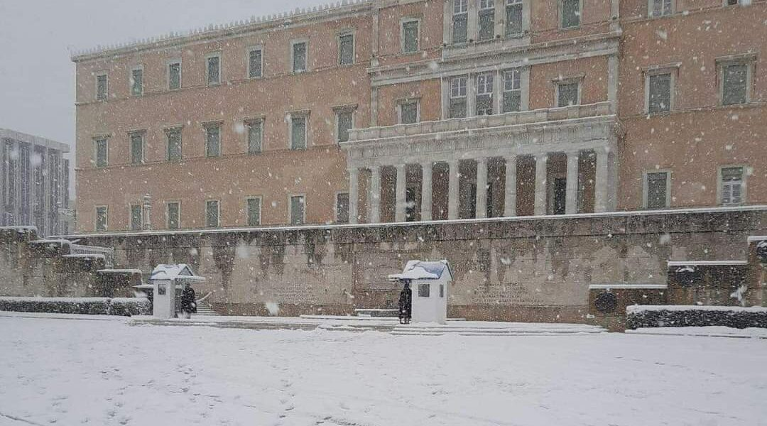 Snowfall in the regions of Attica, Evia, Cyclades and Crete to continue until Wednesday morning 1